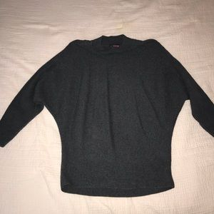 Gray 3/4 sleeved sweater